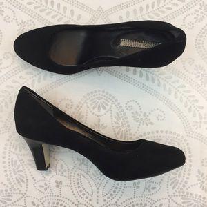 Banana Republic Trysha Stacked Heel Black Suede, 9